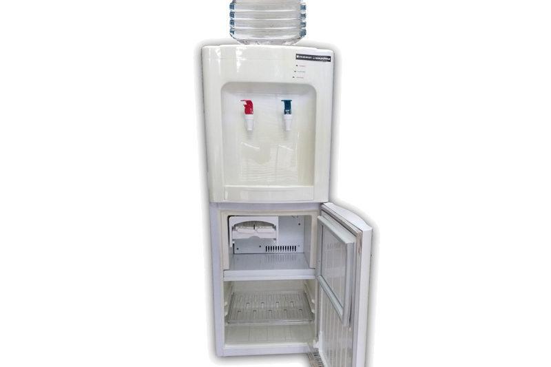 Ψύκτης νερού με ψυγείο και παγάκια